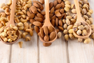 8 Health Benefits of Mixed Nuts
